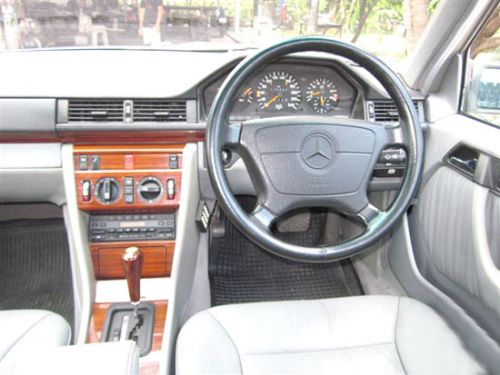 MERCEDES-BENZ E220 W124