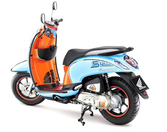 Scoopy i S12