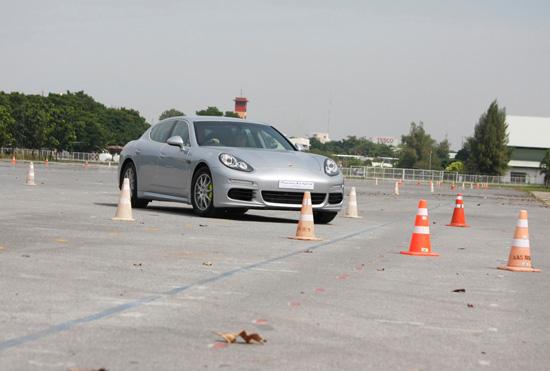 ทดสอบรถ Porsche Panamera S E-Hybrid