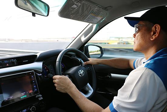 ณัฐวุฒิ เจริญสุขะวัฒนะ,รีวิวโตโยต้า ไฮลักซ์ รีโว่,รีวิว Toyota Hilux Revo 2015,รีวิว Toyota Hilux Revo,ทดลองขับ Toyota Hilux Revo,ทดลองขับโตโยต้า ไฮลักซ์ รีโว่,ทดสอบรถโตโยต้า ไฮลักซ์ รีโว่,ทดสอบรถ Toyota Hilux Revo,เครื่องยนต์ 1GD-FTV,เครื่องยนต์ 2GD-FTV,ระบบเกียร์ iMT