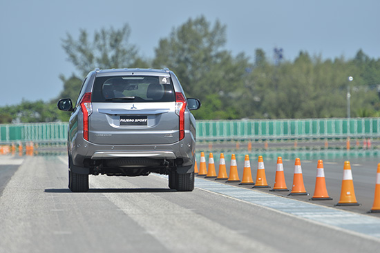 มิตซูบิชิ ปาเจโรสปอร์ต ใหม่,รีวิวรถมิตซูบิชิ ปาเจโรสปอร์ต ใหม่,รีวิว Mitsubishi PajeroSport 2015,ทดสอบรถ Mitsubishi PajeroSport ใหม่,PajeroSport 2015,ปาเจโรสปอร์ต ใหม่,ราคามิตซูบิชิ ปาเจโรสปอร์ต ใหม่,Mitsubishi Pajero Sport 2016,Pajero Sport 2016,รีวิวรถยนต์ Pajero Sport