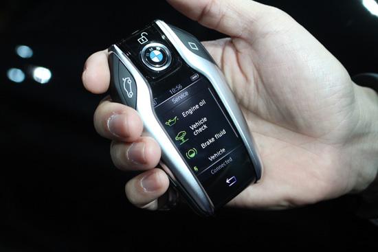 รีวิวรถใหม่,BMW 740Li โฉมใหม่,BMW Gesture Control,หลังคา Sky Lounge panorama,Welcome Light Carpet,เทคโนโลยี BMW EfficientLightweight,โครงสร้างตัวถังแบบ Carbon Core,บีเอ็มดับเบิลยู ซีรี่ส์ 7,บีเอ็มดับเบิลยู 740Li ใหม่