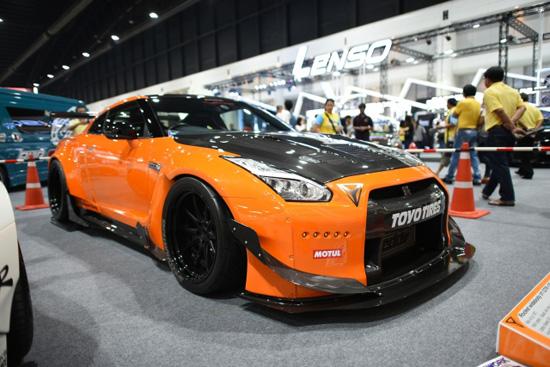 Nissan GT-R R35,GT-R R35,ก็อตซิลล่า,Liberty Walk GTR R35,สำนักแต่ง YATT,YATT