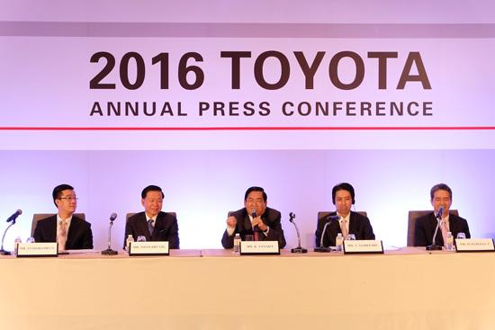 สรุปตลาดรถยนต์ปี 2558,ยอดขายรถปี 2558,ยอดขายรถโตโยต้า,ยอดขายรถอีซูซุ,ยอดขายรถฮอนด้า,ยอดขาย toyota revo,ยอดขายปาเจโร่