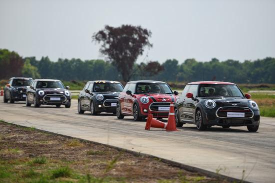 MINI Driving Experience 2016,มินิ คลับแมน,มินิ จอห์น คูเปอร์ เวิร์กส์,มินิ คูเปอร์ เอสดี ออลโฟร์ คันทรีแมน พาร์คเลน,สนามปทุมธานี สปีดเวย์,ทดลองขับ mini,ทดสอบรถมินิ