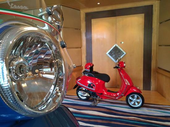 เวสป้ารุ่นพิเศษ,Vespa 70th Anniversary Limited Edition,Vespa GTS 150 3Vie,Vespa Primavera 150 3Vie ABS,Vespa GTS,Vespa Primavera,สีฟ้าเงิน Azzurro 70
