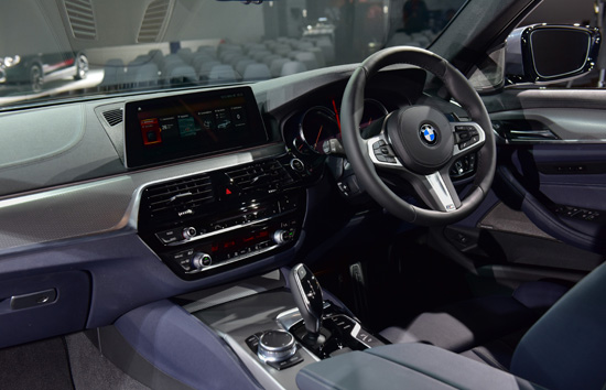 บีเอ็มดับเบิลยู,บีเอ็มดับเบิลยู ซีรีส์ 5,bmw ซีรีส์ 5 ใหม่,bmw R nineT Racer,bmw R nineT Pure,BMW i pure Wallbox,MINI Connected,John Cooper Works,ซีรีส์ 5 ใหม่,บีเอ็มดับเบิลยู มอเตอร์ราด,มินิ คันทรีแมน,mini cooper
