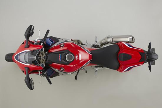 """บริษัท เอ.พี. ฮอนด้า ผู้จัดจำหน่ายรถจักรยานยนต์ฮอนด้าบิ๊กไบค์ในประเทศไทย ตอกย้ำภาพลักษณ์ความเป็นผู้นำสายพันธุ์สปอร์ตตัวจริงด้วยการเปิดตัวรถรุ่นใหม่ ได้แก่ All New Honda CBR1000RR และ All New Honda CBR1000RR SP ที่ครั้งนี้ได้เปลี่ยนโฉมใหม่ภายใต้แนวคิด """"Total Control'"""" โดดเด่นทั้งในด้านขุมพลังของเครื่องยนต์ที่ถ่ายทอดจากสนามแข่งและที่สุดแห่งการควบคุม เสริมด้วยเทคโนโลยีการขับขี่กับชุดอุปกรณ์ควบคุม อิเล็กทรอนิคที่จะช่วยเพิ่มความสนุกเร้าใจในการขับขี่ได้มากยิ่งขึ้น และยังเป็นรถที่มีน้ำหนักเบาที่สุดในรถคลาสเดียวกัน  พร้อมดึง นิกกี้ เฮเด้น สุดยอดนักบิดชาวอเมริกันเจ้าของดีกรีแชมป์โลกโมโต จีพี ปี 2006 และสเตฟาน      แบรดเดิล แชมป์โลกโมโตทู ปี 2011 สังกัดทีม Red Bull Honda World Superbike มาร่วมเปิดตัวสุดยอดยนตกรรมสายพันธุ์สปอร์ตให้คนไทยได้สัมผัสเป็นครั้งแรกในประเทศไทย และพร้อมให้จับจองเป็นเจ้าของได้ในงานบางกอก อินเตอร์เนชั่นแนล มอเตอร์โชว์ ครั้งที่ 38 นี้"""