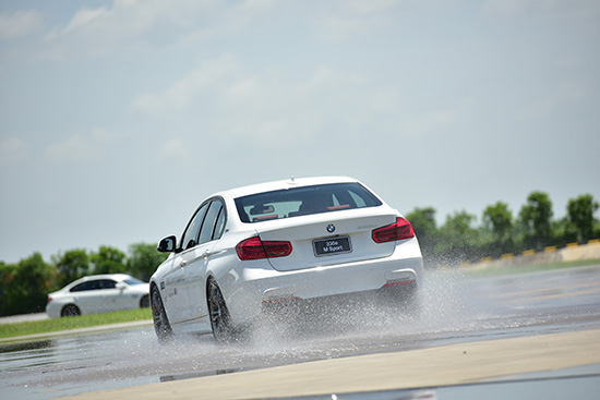 BMW Driving Experience 2017,BMW 330e M Sport,BMW 330e M Sport Plug-In Hybrid,Plug-In Hybrid,BMW   Plug-In Hybrid,ปลั๊กอิน ไฮบริด,เทคโนโลยี iPerformance,ทดลองขับ BMW 330e M Sport Plug-In Hybrid,  ทดลองขับ BMW 330e M Sport,ทดสอบรถ BMW 330e M Sport