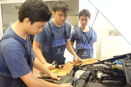 เมอร์เซเดส-เบนซ์ มอบประกาศนียบัตร,นักเรียนช่างฝึกหัดเมอร์เซเดส-เบนซ์ รุ่นที่ 27,นักเรียนช่างฝึกหัดหลักสูตรการศึกษาทวิภาคี