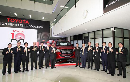 โตโยต้าฉลองความสำเร็จผลิตรถยนต์ครบ 10 ล้านคัน,โตโยต้าผลิตรถยนต์ครบ 10 ล้านคัน,โตโยต้าผลิตรถครบ 10 ล้านคัน,รถยนต์โตโยต้าคันที่ 10 ล้าน,รถโตโยต้าคันที่ 10 ล้าน,Toyota Hilux REVO ROCCO,REVO ROCCO,Toyota Hilux REVO ROCCO รถโตโยต้าคันที่ 10 ล้าน