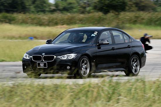 BMW Fleet Review 2018,BMW 320d M Sport,BMW 330e M Sport,BMW 430i Convertible M Sport,BMW 520d Sport,BMW 530e M   Sport,BMW 630d GT M Sport,BMW X2 sDrive20i M Sport X,BMW X3 xDrive20d M Sport,BMW M2 Coupe,BMW M4 Coupe,BMW   ConnectedDrive,สนามปทุมธานี