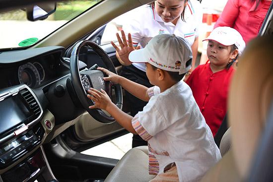 Honda Road Safety For Kids,โครงการ Honda Road Safety For Kids,โรงเรียนพระหฤทัยคอนแวนต์,โรงเรียนพระหฤทัยคอนแวนต์ จังหวัดเชียงใหม่,เด็กติดในรถ,ช่วยเด็กติดในรถ,ลืมเด็กไว้ในรถ,เด็กติดรถ,ลืมเด็ก