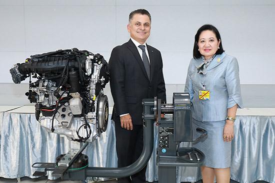 บีเอ็มดับเบิลยูมอบเครื่องยนต์ให้กับโรงเรียนจิตรลดาวิชาชีพ,โครงการ BMW Service Apprentice Program,BMW Service Apprentice Program