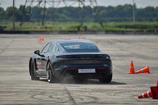 รีวิวทดลองขับ Porsche Taycan,รีวิวทดลองขับ Porsche Taycan turbo,รีวิวทดลองขับ Porsche Taycan 4s,ทดลอง  ขับปอร์เช่ ไทคานน์,ลองขับ Porsche Taycan turbo,ทดลองขับ Porsche Taycan 4s,testdrive Porsche Taycan   turbo,testdrive Porsche Taycan 4s,รีวิว Porsche Taycan turbo,รีวิว Porsche Taycan 4s,AAS,Porsche AAS