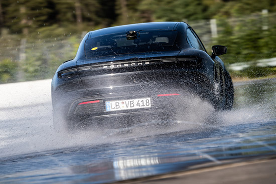 Porsche Taycan,สนาม Hockenheimring,Guinness World Records,Porsche Taycan ดริฟท์ทำลายสถิติ,Hockenheimring,Porsche Taycan Guinness World Records,ดริฟท์มาราธอน,Porsche Experience Centre Hockenheimring