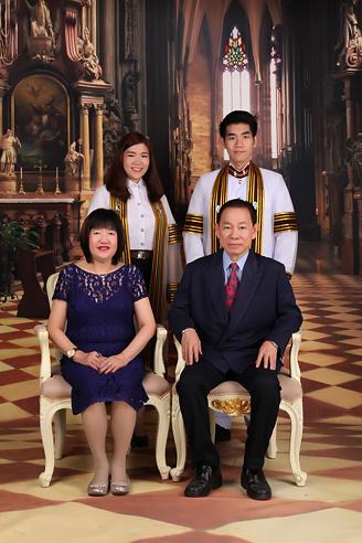 [ เจียหาดใหญ่ ] ถ่ายรูปครอบครัว ถ่ายรูปหมู่ ถ่ายรูปสตูดิโอ ถ่ายภาพครอบครัว Family Studio Photo Hatyai-1