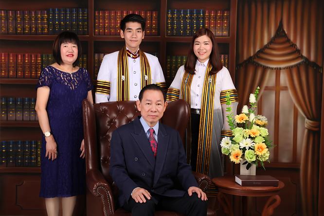 [ เจียหาดใหญ่ ] ถ่ายรูปครอบครัว ถ่ายรูปหมู่ ถ่ายรูปสตูดิโอ ถ่ายภาพครอบครัว Family Studio Photo Hatyai-3