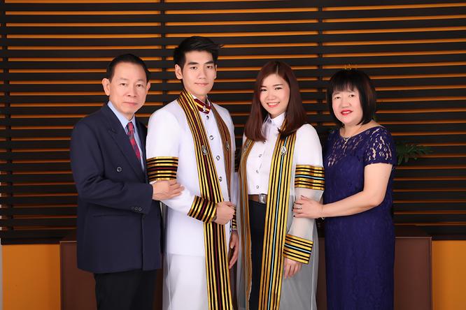 [ เจียหาดใหญ่ ] ถ่ายรูปครอบครัว ถ่ายรูปหมู่ ถ่ายรูปสตูดิโอ ถ่ายภาพครอบครัว Family Studio Photo Hatyai-4