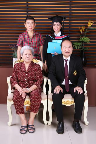[ เจียหาดใหญ่ ] ถ่ายรูปครอบครัว ถ่ายรูปหมู่ ถ่ายรูปสตูดิโอ ถ่ายภาพครอบครัว Family Studio Photo Hatyai-7