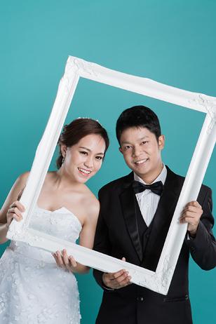 [ เจียหาดใหญ่ ] Prewedding ถ่ายพรีเวดดิ้ง โมเดิร์น สวยๆ ในสตูดิโอ ฉากขาว ถ่ายภาพแต่งงาน ถ่ายรูปหน้างาน เช่าชุดเจ้าบ่าวเจ้าสาว ชุดวิวาห์ ชุดไทย พอตเทรต Wedding Studio Hatyai Portrait-13