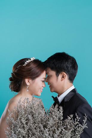 [ เจียหาดใหญ่ ] Prewedding ถ่ายพรีเวดดิ้ง โมเดิร์น สวยๆ ในสตูดิโอ ฉากขาว ถ่ายภาพแต่งงาน ถ่ายรูปหน้างาน เช่าชุดเจ้าบ่าวเจ้าสาว ชุดวิวาห์ ชุดไทย พอตเทรต Wedding Studio Hatyai Portrait-12