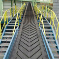 คำอธิบาย: anti-slip conveyor belt chevron patterned prevent materials from falling down