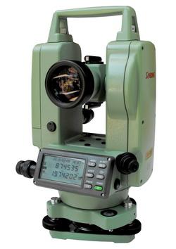 กล้องวัดมุมอิเล็กทรอนิกส์ ชนิดอ่านค่ามุมได้ละเอียด 5 ฟิลิปดา ( ระบบอัตโนมัติ ) ยี่ห้อ  SANDING  รุ่น  ET-02     ผลิตภัณฑ์ประเทศจีน  1. กล้องเล็งเป็นระบบเห็นภาพตั้งตรง 2. กำลังขยาย  30 เท่า 3. ขนาดเส้นผ่าศูนย์กลางเลนส์ปากกล้องไม่ต่ำกว่า  45 มิลลิเมตร 4. ขนาดความกว้างของภาพที่เห็นในระยะ  100 เมตร ไม่น้อยกว่า 2.6 เมตร หรือ 1 องศา 30 ลิปดา 5. ระยะมองเห็นภาพชัดใกล้สุดไม่เกิน  1.4  เมตร 6. ค่าตัวคูณคงที่  100 7. ค่าตัวบวกคงที่  0 8. ระบบอัตโนมัติโดยใช้ COMPENSATOR มีช่วงการทำงาน  ±3 ลิปดา 9. เป็นกล้องแบบอิเล็กทรอนิกส์แสดงหน่วยวัดเป็น องศา ลิปดา ฟิลิปดา      เป็นตัวเลขอ่านได้บนจอ LCD ( Liquid Crystal Display ) ทั้ง 2 หน้าของตัวกล้อง 10. แสดงค่ามุมที่วัดได้ละเอียดโดยตรง ไม่เกิน  5  ฟิลิปดา 11. ค่าความถูกต้องในการอ่านมุม ( Accuracy ) ไม่เกิน  2  ฟิลิปดา 12. ความไวของระดับฟองกลม  8  ลิปดา  / 2 มิลลิเมตร หรือดีกว่า 13. ความไวของระดับฟองยาว  30  ฟิลิปดา / 2 มิลลิเมตร หรือดีกว่า 14. สามารถแสดงผลทั้งเป็นมุมราบ และเป็นมุมดิ่ง 15. มีแบตเตอรี่ติดตั้งภายในและสามารถบอกระดับแบตเตอรี่ได้ 16. ต้องได้รับประกาศนียบัตร ISO 9001