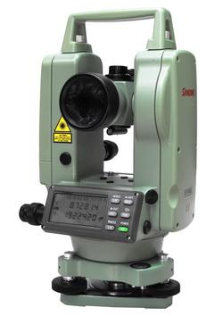 กล้องวัดมุมอิเล็กทรอนิกส์ ชนิดอ่านค่ามุมได้ละเอียด 5 ฟิลิปดา ( ระบบอัตโนมัติ ) ยี่ห้อ  SANDING  รุ่น  ET-02L     ผลิตภัณฑ์ประเทศจีน  1. กล้องเล็งเป็นระบบเห็นภาพตั้งตรง 2. กำลังขยาย  30 เท่า 3. ขนาดเส้นผ่าศูนย์กลางเลนส์ปากกล้องไม่ต่ำกว่า  45 มิลลิเมตร 4. ขนาดความกว้างของภาพที่เห็นในระยะ  100 เมตร ไม่น้อยกว่า 2.6 เมตร หรือ 1 องศา 30 ลิปดา 5. ระยะมองเห็นภาพชัดใกล้สุดไม่เกิน  1.4  เมตร 6. ค่าตัวคูณคงที่  100 7. ค่าตัวบวกคงที่  0 8. ระบบอัตโนมัติโดยใช้ COMPENSATOR มีช่วงการทำงาน  ±3 ลิปดา 9. เป็นกล้องแบบอิเล็กทรอนิกส์แสดงหน่วยวัดเป็น องศา ลิปดา ฟิลิปดา      เป็นตัวเลขอ่านได้บนจอ LCD ( Liquid Crystal Display ) ทั้ง 2 หน้าของตัวกล้อง 10. แสดงค่ามุมที่วัดได้ละเอียดโดยตรง ไม่เกิน  5  ฟิลิปดา 11. ค่าความถูกต้องในการอ่านมุม ( Accuracy ) ไม่เกิน  2  ฟิลิปดา 12. ความไวของระดับฟองกลม  8  ลิปดา  / 2 มิลลิเมตร หรือดีกว่า 13. ความไวของระดับฟองยาว  30  ฟิลิปดา / 2 มิลลิเมตร หรือดีกว่า 14. มีระบบเล็งแนวด้วยแสงเลเซอร์ ได้ในระยะ 150 เมตร(ไม่มีแสงแดด) 15. สามารถแสดงผลทั้งเป็นมุมราบ และเป็นมุมดิ่ง 16. มีแบตเตอรี่ติดตั้งภายในและสามารถบอกระดับแบตเตอรี่ได้ 17. ต้องได้รับประกาศนียบัตร ISO 9001