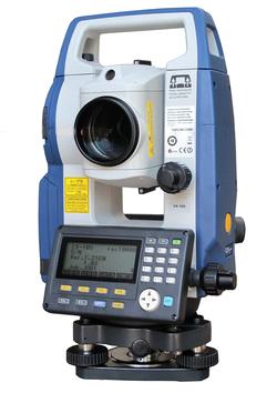 กล้อง TOTAL STATION  ยี่ห้อ SOKKIA รุ่น CX105 กล้องสำรวจ แบบอิเล็กทรอนิกส์  ชนิดวัดระยะทางได้โดยไม่ใช้เป้าสะท้อน REFLECTORLESS ผลิตภัณฑ์ประเทศญี่ปุ่น  1. ระบบกล้องส่อง (Telescope)      1.1 มีกำลังขยายไม่น้อยกว่า  30 เท่า     1.2 ความกว้างของเลนส์ปากกล้องมีขนาดไม่น้อยกว่า  45 มิลลิเมตร      1.3 ขนาดความกว้างของภาพ 1 องศา 30 ลิปดา หรือ ไม่น้อยกว่า 26 เมตร ที่ระยะ 1,000 เมตร     1.4 ระยะมองเห็นภาพชัดใกล้สุดไม่เกิน 1.3 เมตร     1.5 เลเซอร์ส่องหัวหมุด ( Laser Plummet ) สามารถปรับระดับความคมชัดของแสงได้             หรือกล้องส่องหัวหมุด ( Optical Plummet  ) กำลังขยาย 3 เท่า ปรับความคมชัดได้      1.6 มีระบบให้แสงสว่างสายใยกล้องภายใน ที่สามารถปรับแสงสว่างได้ตามต้องการ     1.7 มีจุดเลเซอร์ชี้เป้าเพื่อความสะดวกในการเล็งที่หมาย  2. ระบบวัดมุม ( Angle Measurement )     2.1 ค่าความละเอียดในการแสดงผล 1 ฟิลิปดา หรือ 5 ฟิลิปดา     2.2 ค่าความถูกต้องแนวราบและแนวดิ่งไม่เกิน 5 ฟิลิปดา     2.3 ใช้ระบบวัดมุมแบบ Rotary absolute encoder      2.4 มีระบบชดเชยค่ามุมอัตโนมัติ ชนิด Dual-axis liquid tilt sensor มีช่วงการทำงาน +/- 6 ลิปดา   3. การวัดระยะทาง ( Distant Measurement )     3.1 สามารถวัดระยะโดยไม่ต้องใช้เป้าปริซึม ( Reflectorless ) ได้ไกล 500 เมตร     3.2 สามารถวัดระยะได้ 4,000 เมตร โดยใช้ปริซึม 1 ดวง     3.3 ค่าเบี่ยงเบนมาตรฐานโดยใช้ปริซึม ไม่เกิน +/- ( 2 +2 ppm x D ) mm.  4. ระบบบันทึกข้อมูลและโปรแกรม     4.1 บันทึกข้อมูลได้ไม่น้อยกว่า 10,000 ข้อมูล     4.2 สามารถบันทึกข้อมูลโดยการใช้ USB flash memory     4.3 สามารถโอนถ่ายข้อมูลจากตัวกล้องไปยังเครื่องคอมพิวเตอร์ได้     4.4 โปรแกรมงานสำรวจต่างๆ           - การรังวัดมุมราบและมุมดิ่ง Angle Measurement            - การรังวัดระยะทาง Distance Measurement            - การรังวัดค่าพิกัด Coordinate Measurement            - การหาความสูงของจุดใด ๆ ที่ไม่สามารถตั้งปริซึมได้ ( REM )           - กำหนดตำแหน่งที่ต้องการ (Setting Out )           - คำนวณหาพื้นที่ ( Area Calculation)           - การวัดระยะที่มีสิ่งกีดขวาง ( Missing Line )  5. ทั่วไป     5.1 มีหน้าจอชนิด Graphic LCD,192 x 80 dots,  2 หน้าจอ     5.2 มีปุ่มป้อนข้อมูลแบบตัวเลขและตัวอักษรโด
