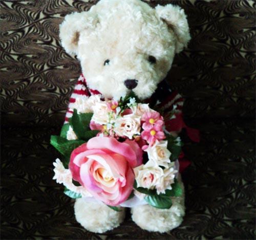 ช่อดอกไม้ พร้อมตุ๊กตาหมี