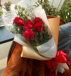 ช่อกุหลาบแดง ดอกไม้วาเลนไทน์