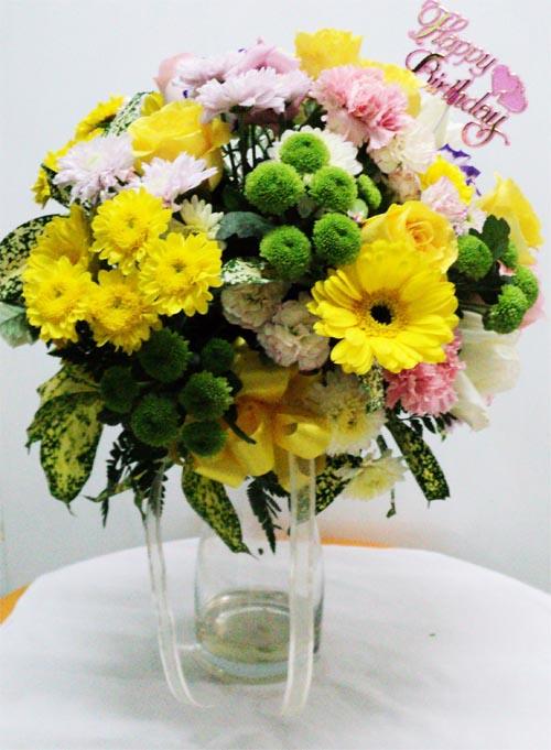 แจกกัน ดอกไม้สีเหลืองสดชื่น สาขาลาซาน