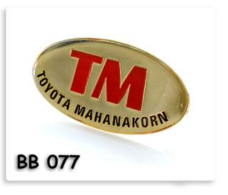 เข็มกลั๊ดโลหะ เซาะร่องลงสี ชุบทอง เคลือบเรซิ่น Toyota Mahanakorn ของพรีเมี่ยมสั่งผลิต