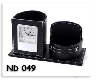 นาฬิกาตั้งโต๊ะที่ใส่ของหนังเทียม