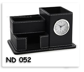 นาฬิกากล่องใส่ปากกา หนังเที่ยมสีดำ พร้อมสกรีน พวงกุญแจ ของพรีเมี่ยม ของชำร่วย ของที่ระลึก ของแจก ของแถม ของขวัญ ของแจกปีใหม่ ของขวัญวันเกิดพนักงาน ของแจกพนักงาน ของแจกลูกค้า สินค้าพรีเมี่ยม ของแจกงานเกษียณ ของชำร่วยงานขึ้นบ้านใหม่ ออร์กาไนซ์เซอร์+Post it (น้ำเงิน)