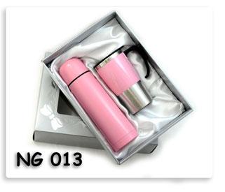 ชุดกี๊ฟเซต กระติกน้ำร้อน+แก้วสแตนเลสในกล่องผ้าซาตินอยางดี พร้อมสกรีนโลโก้ให้ฟรี