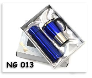 ชุดกี๊ฟเซตกระติกน้ำร้อน+แก้ว (น้ำเงิน) ในกล่องบุผ้าซาติน อย่างสวย สินค้าพรีเมี่ยมสกรีนโลโก้