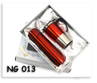 ชุดกี๊ฟเซตกระติกน้ำร้อน+แก้ว (แดง) ในกล่องบุผ้าซาติน อย่างสวย สินค้าพรีเมี่ยมสกรีนโลโก้