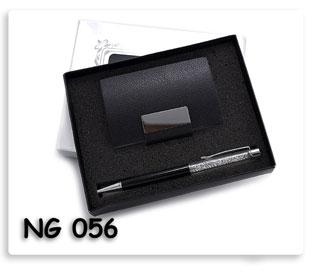 ชุดตลับนามบัตรหนังสีดำ ปากกาคลิสตัล สินค้าพรีเมี่ยมพร้อมสกรีนโลโก้ฟรี