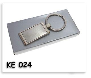 พวงกุญแจโลหะทรงสี่เหลี่ยมพื้นผ้าพร้อมสกรีนโลโก้ สินค้าพรีเมี่ยมสำหรับงานด่วนๆ ได้ของเร็ว