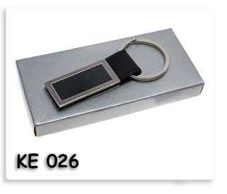 พวงกุญแจโลหะทรงสี่เหลี่ยมผสมหนังสีดำ บรรจุกล่องกระดาษ สินค้าพรีเมี่ยมดีๆน่าใช้น่าแจก