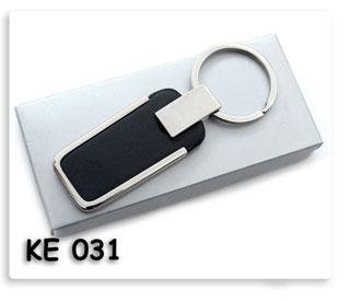 พวงกุญแจโลหะผสมหนังสีดำ คุณภาพดี น่าใช้ ของพรีเมี่ยมพร้อมสกรีนข้อความโลโก้ฟรี