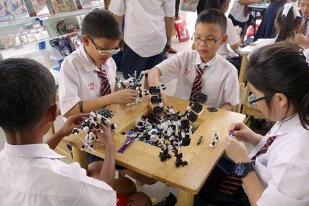 Kids are playing Asoblock การเล่นตัวต่อเสริมทักษะอโซบล็อค อย่างสนุกสนาน