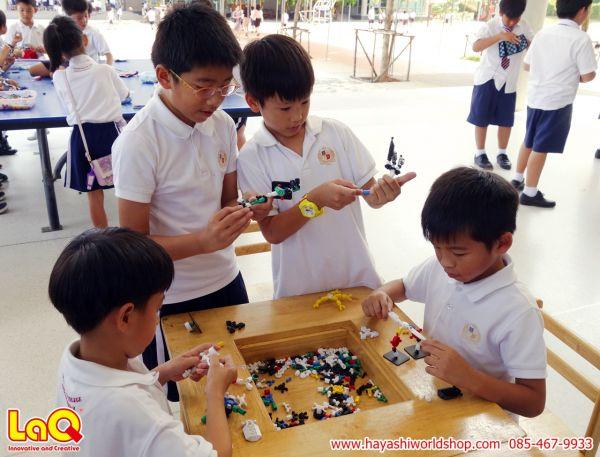 เด็กๆ กำลังเล่นตัวตัวเสริมทักษะอโซบล็อค ASOBLOCK ของเล่นแบบใหม่จากญี่ปุ่น อย่างสนุกสนาน