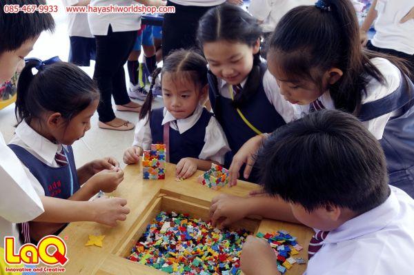 เด็กๆ เกลุ่มนี้กำลังพลิดเพลินกับการเล่นตัวต่อลาคิว LaQ ตัวต่อเสริมพัฒนาการเด็กจากญี่ปุ่น ช่วยเสริมสร้าง IQ และ EQ พัฒนากล้ามเนื่อมัดเล็ก