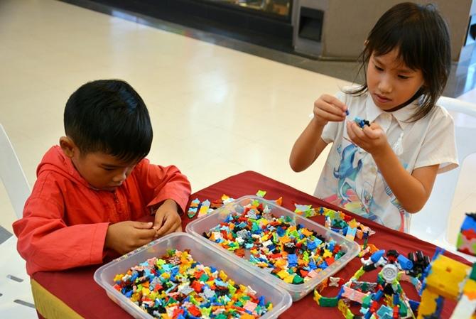 ลาคิว LaQ เป็นตัวต่อที่ทำให้เด็กๆ เกิดจินตนาการได้ง่าย เพราะสร้างเป็นสิ่งของต่างๆ ได้ตามต้องการ