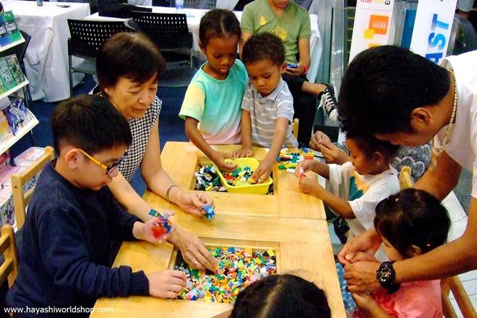 เด็กๆ และผู้ปกครองต่างสนุกสนานกับการเล่นตัวต่อเสริมทักษะ LaQ, ASOBLOCK, Chieblo