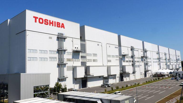 """หายนะทางธุรกิจของโตชิบา สาเหตุจากความ """"ดื้อ"""""""