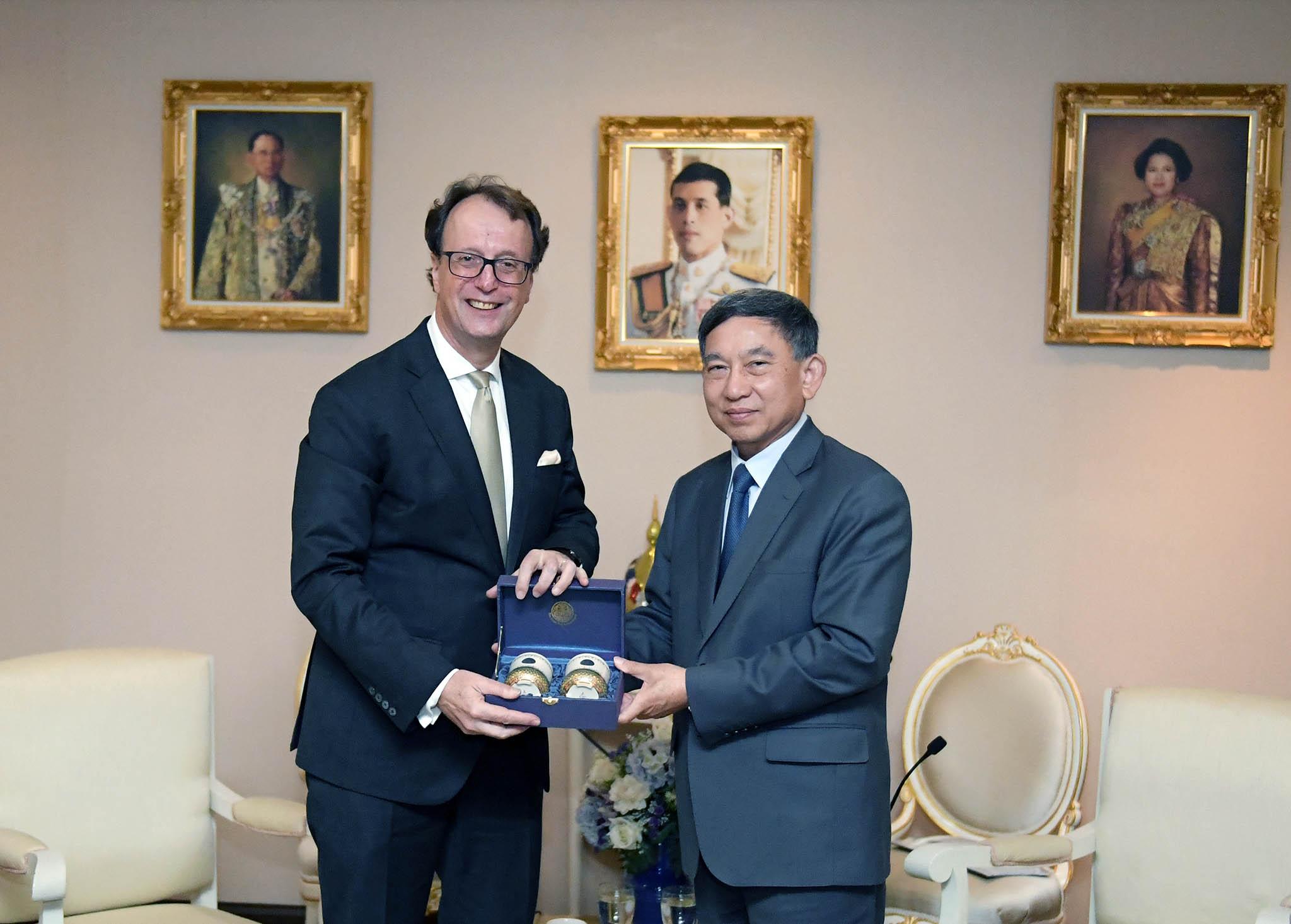 เอกอัครราชทูตสาธารณรัฐฝรั่งเศสประจำประเทศไทย  เข้าเยี่ยมคารวะรองนายกรัฐมนตรีและรัฐมนตรีว่าการกระทรวงยุติธรรม